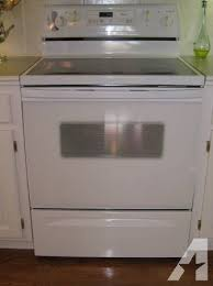 Whirlpool White Self Cleaning Electric Range for Sale in Cameron