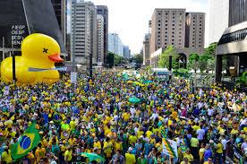 PM diz que manifestação pró-impeachment reuniu 30 mil na Avenida Paulista