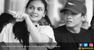 Follow sony music indonesia on social media lunamaya #solehsolihun #podcast cantik dan sukses, artis multitalenta yang bisa ngehost, main film, modeling, dan sekarang. Pengakuan Luna Maya Soal Hubungan Terkini Dengan Ariel Jpnn Com