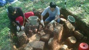Tapi selain itu mereka juga berkebun karet, kopi,dan kemiri, serta mencari berbagai hasil hutan, seperti kayu, rotan, damar dan kemenyan. Emas Damar Dan Rotan Banyak Dihasilkan Kerajaan Sriwijaya Kompasiana Com