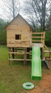 House Made From Pallets Diy Kids Pallet Playhouse