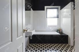 Designer Badezimmer Renovierung Mit Schwarzen Und Weißen