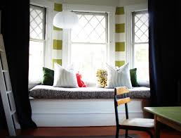 For Bay Windows In A Living Room Living Room Bay Window Curtains Free Image