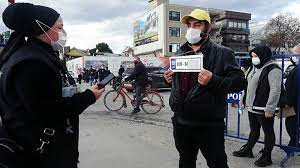 Akıllı telefonu olmayan vatandaş HES kodunu plaka yaptırıp boynuna astı -  Sputnik Türkiye