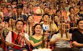 Musik tradisional adalah musik yang hidup di masyarakat yang diwariskan secara turun temurun dan dipertahankan sebagai sarana hiburan. 7 Jenis Seni Musik Tradisional Terlengkap Beserta Penjelasanya