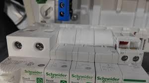 Resi9 de Schneider Electric: Le tableau électrique pensé pour les  électriciens -