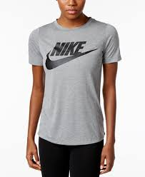nike outfits for women. nike sportswear essential logo t-shirt outfits for women