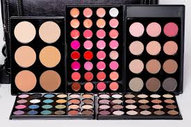 professional makeup kits. we only use and recommend makeup of the finest quality. our student kit is customized to include products from some favorite lines including professional makeup kits
