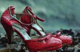 En los márgenes del río baztán, en las tierras de navarra, aparece el cuerpo morido y desnudo de una adolescente que parece haber sido. Critica De El Guardian Invisible