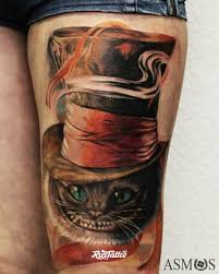 фото татуировки чешир в стиле реализм татуировки на бедре