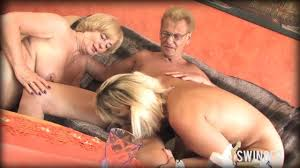 Mature women share a dick in a FFM threesome Shameless