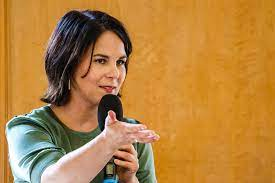 Annalena charlotte alma baerbock (born 15 december 1980) is a german politician who currently serves as the chairwoman of the german green party alliance 90/the greens. Annalena Baerbock Fur Geschlechtergerechte Gesetzestexte