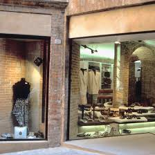 Retail Visual Merchandiser Visual Merchandising Objectives Your Business