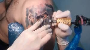 процесс нанесения художественной татуировки спартанец гпермь