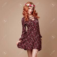 秋秋ファッションスタイリッシュな花柄のドレス花のヘアバンドで赤毛