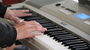 Contoh ansambel melodis adalah piano, rekorder, pianika, biola, terompet, tamborin dan harmonica. Pengertian Dan Jenis Musik Ansambel Beserta Berbagai Contoh Alatnya