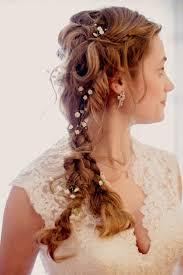 ラプンツェルエルサ風の髪型結婚式の三つ編み花嫁ヘアスタイル