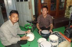 Alat musik marawis marawis adalah salah satu jenis band tepuk dengan perkusi sebagai alat musik utamanya. Kanwil Kemenag Sumatera Selatan