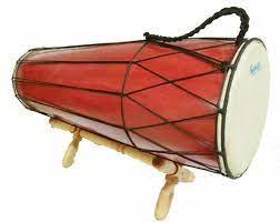 Berasal dari kepulauan riau, alat musik ini memiliki panjang sekitar 60 cm, dibuat dari kayu merbau yang keras dan tahan lama, dan dengan permukaan dari kulit kerbau atau kambing. 30 Alat Musik Tradisional Indonesia Yang Terkenal Bukareview