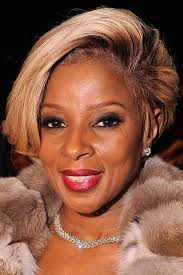 mary j blige topped off her look with a diva ish teased do