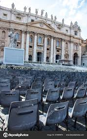 Chaises Face Basilique Saint Pierre Cité Vatican Italie Photo