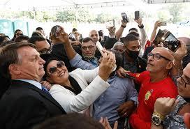 Candidatos aproveitam cercadinho do Alvorada para fazer de Bolsonaro cabo  eleitoral - Portal Varada