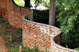 wavy crinkle crankle garden walls that