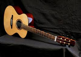 LuthierDB: Luthier Kent Everett : Everett Guitars