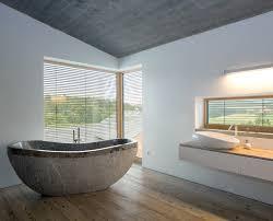 Ich suche gerade nach einer angabe, in welcher höhe normalerweise fenster eingebaut werden. Platzbedarf Fur Eine Freistehende Badewanne Experten Geben Tipps