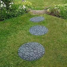 garden pathway stepping stones lawn