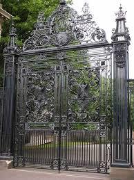 entry gate edinburgh palace 10th century england 1223igt