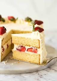 2 Floor Cake Design Vanilla Sponge Cake