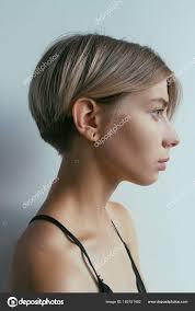 Krásná Blondýnka S Krátký účes Stock Fotografie Alexbutkocom