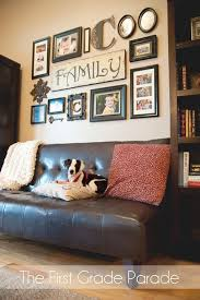 how to decorate living room walls 037