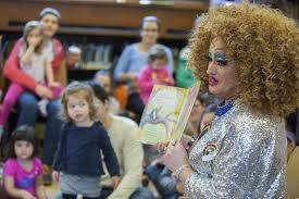 Городская библиотека Нью Йорка очаг содомо культуры и центр  library brings drag queens kids together for story hour