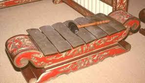 Ada alat musik dari jawa, yaitu gamelan. Alat Musik Gamelan Jawa Lengkap Gambar Dan Penjelasannya Cinta Indonesia