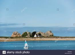 maison entre les rochers castel meur la gouffre plougrescant côte de granit