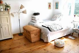 Schlafzimmer Mit Dachschräge Deko Ideen Schlafzimmer Rot 50