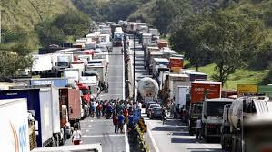 Resultado de imagem para exercito e caminhoneiros nas estradas