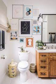 15 Bathrooms With Beautiful Wall Decor That Will Inspire A Refresh