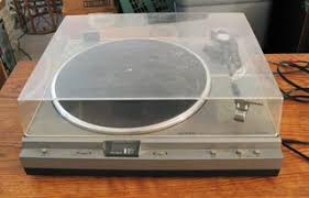 onkyo turntable. yeah, needs some cleaning. onkyo turntable