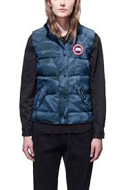 ... Women  39 s Arctic Program Freestyle Vest   Canada Goose