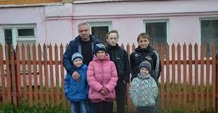 многодетная семья Семью в которой отец одиночка воспитывает пятерых детей сняли из очереди на жилье