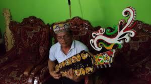 Untuk menambahkan pengetahuanmu, maka kami akan sajikan mengenai alat musik suku dayak. Mengenal Sapeq Alat Musik Tradisional Suku Dayak Bahau Yang Masih Diminati Okezone News