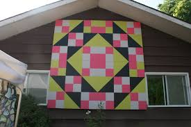 The Cozy Quilter: Trip to the Bell Homestead & ... garage at the Red Red Bobbin Quilt Shop where there was an outdoor quilt  show on that day with several quilts hung out on the clotheslines between  the ... Adamdwight.com