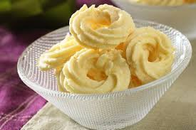 Salah satu yang menjadi ciri khas kastengel di gerai bakery adalah renyah dan garing. Resep Kue Kering Sagu Keju Yang Manis Gurih Renyah Wajib Coba Sajian Sedap