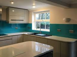 kitchen coloured splashback 1