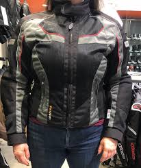 my friend sarah in a size small with a 43 chest 37 5 waist