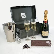 chagne for two with moet chandon gift her