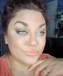 makeup look tutorial light and glowing subtlegreen3